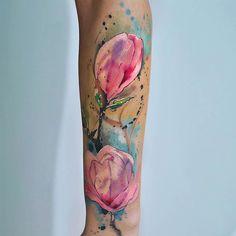 Вживую мне эта работа нравится куда больше 💓 примерно 5 часов работы #watercolortattoo #tattoo #tatt #abstract #artoftheday #bodyart #magnolia #ink #inked #instaart #instamood #instacolor #artist #kievart #kievtattoo #kiev_tattoo #ukrainetattoo