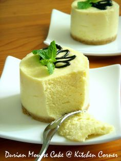 Durian mousse cake, melt in the mouth Asian Desserts, Mini Desserts, Sweet Desserts, Indonesian Desserts, Indonesian Recipes, Indonesian Food, Asian Recipes, Durian Recipe, Moose Cake