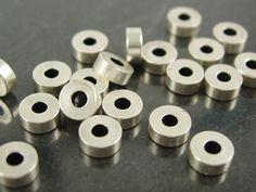 Kleine Metallperle, silberfarben, 5x3mm, 10 Stück; N10