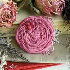 """Броши ручной работы. Ярмарка Мастеров - ручная работа. Купить """"Брусничный морс""""  бохо брошь, цветы из ткани, роза. Handmade."""