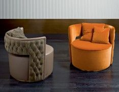 Giotto 5043C is an Italian luxury pouffe that comes in various types of Italian leather and fabric. These leather include printed, smooth and suede. The back of the Giotto comes in smooth leather upon request. Back available in smooth and capitonne.Finish options: bronze and nickel. This luxury Italian furniture collection combines high-end materials in wood and metal with fine leather and fabric upholstery. A wide variety of fabrics and leather are available to choose from (sampl...
