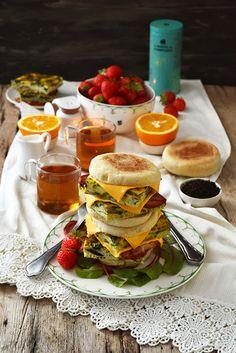 Dorian cuisine.com Mais pourquoi est-ce que je vous raconte ça... : English muffins œufs et bacon... Pour un breakfast à l'anglaise en famille...