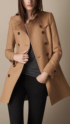 Trench coat em sarja de lã dupla curto | Burberry                              …