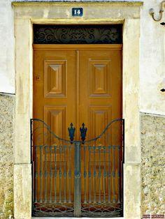 Door in Coimbra-Portugal (Photo © Doors Portugal)