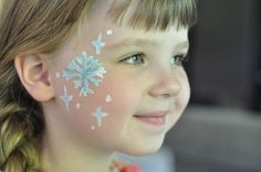 Make her ever MORE like Elsa with this snowflake facepaint tutorial. So simple - great for those who haven't painted a face before! #tulipbodyart - Suburble.com