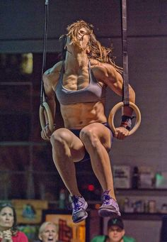 CrossFit Lauren Fisher grey sports bra black pro shorts lavender shoes Reebok Nanos 3.0 muscle ups