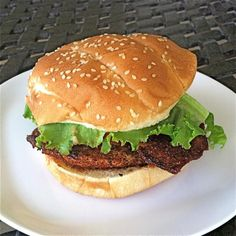 The Hawaiian fish sandwich, otherwise known as a fish burger, is often made with mahi-mahi (a. Dorado) or ono, but is delicious with other whitefish too. Fish Burger, Fish Sandwich, Fish Tacos, Best Cod Recipes, Delicious Recipes, Fall Recipes, Tasty, Favorite Recipes, Gefilte Fish Recipe