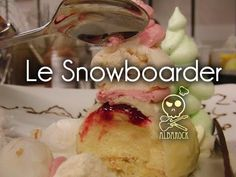 Idée décoration Profitéroles glacés aux fraises et sauce chocolat blanc - YouTube