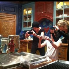 Taylor Swift Making  snowglobes for winter and Christmas