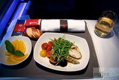 Leichte Mahlzeit: kalte Platte mit Limone-Thymian-Hühnchen, Kirschtomaten-Salat und Rucola - Check more at https://www.miles-around.de/trip-reports/business-class/air-canada-business-class-im-airbus-a330-300-nach-toronto/,  #A330-300 #AirCanada #Airbus #BusinessClass #MUC #YYZ