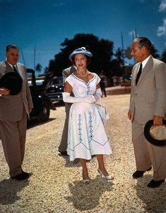 1956 : Margaret at a garden party in South Africa