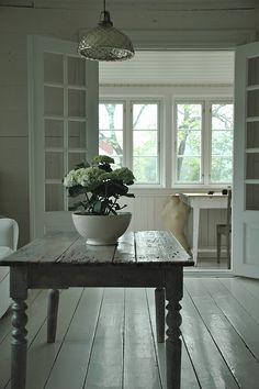 Simple  xo--FleaingFrance; I like the look o these painted floors
