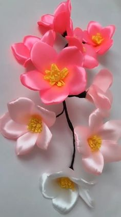 Flower Bouquet Diy, Diy Lace Ribbon Flowers, Ribbon Flower Tutorial, Paper Flowers Craft, Flower Crafts, Silk Ribbon, Make Flowers, Flower Making Crafts, Paper Ribbon
