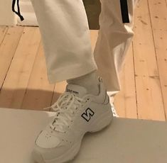 ✔ Shoes Sneakers New Balance Shops - Scarpa Dad Shoes, Me Too Shoes, Sock Shoes, Cute Shoes, Sup Girl, Looks Style, My Style, Beautiful Shoes, Shoe Game