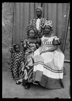 Beautiful African Portrait Photography from Between the and ~ vintag. - Beautiful African Portrait Photography from Between the and ~ vintage everyday Beautifu - African History, Women In History, Black History, Seydou Keita, Vintage Turquoise Jewelry, African Tribes, Abstract Portrait, African Beauty, African Fashion