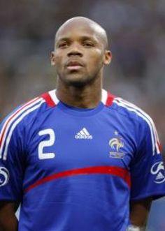 Equipe de France : Boumsong en défense centrale Football, Sports, Mens Tops, T Shirt, Soccer, Hs Sports, Supreme T Shirt, Futbol, Tee Shirt