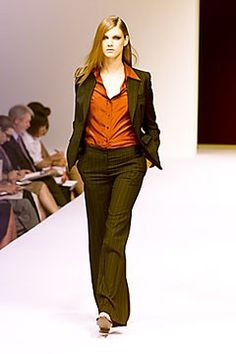 Max Mara Spring 2000 Ready-to-Wear Undefined Photos - Vogue Fashion Show, Fashion Design, Max Mara, Ready To Wear, Runway, Vogue, Spring, Model, Pants
