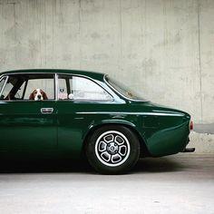 Alfa Romeo Gtv 2000, Alfa Romeo Cars, Alfa Romeo Giulia, Vintage Sports Cars, Vintage Racing, Vintage Cars, Alfa Bertone, Porsche, Car Colors