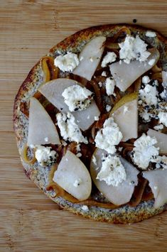 Caramelized Onion, Pear & Goat Cheese Pizza with an Easy, Delicious ...