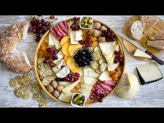 How to Prepare an Original and Perfect Cheese Board – PRICES ! - Types of Cheese 1001 Cheese Table, Cheese Dishes, Cheese Recipes, Sous Vide, Baked Cauliflower, Charcuterie Board, Finger Foods, Catering, Brunch