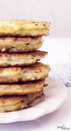 Rice cakes & zucchini: the easy recipe More Source by frgirard Vegetable Recipes, Vegetarian Recipes, Cooking Recipes, Beignets, Crepes, Quinoa, Zucchini, Tapas, Waffles