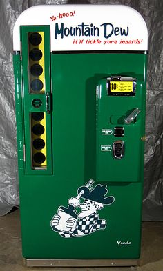 When you sell your car and buy a vintage mountain dew machine, you may be addicted. Vintage Advertisements, Vintage Ads, Vintage Signs, Vintage Items, Vintage Tools, Vintage Advertising Signs, Vintage Classics, Coca Cola, Mountain Dew
