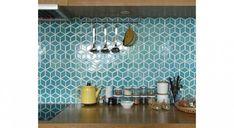 20 cuisines, 20 crédences, 20 styles Decor, Interior, Home, Tile Design, Kitchen Decor, New Homes, White Modern Kitchen, Interior Design, Modern Decor