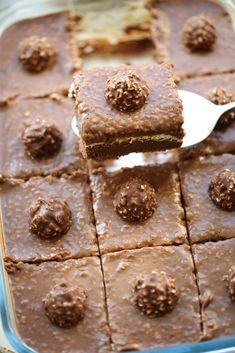 Romige Ferrero Rocher dessert (no bake) Chocolate Truffles, Hot Chocolate, Good Food, Yummy Food, Ferrero Rocher, Iftar, How Sweet Eats, Nutella, Sweet Recipes