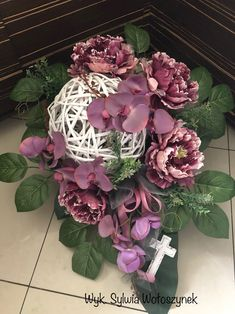 Kompozycja funeralna 2018r. wyk. Sylwia Wołoszynek Grave Decorations, Balloon Decorations, Flower Decorations, All Souls Day, Modern Flower Arrangements, Funeral Flowers, Arte Floral, Christmas Wreaths, Christmas Decorations