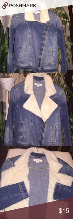 Zip up fur collar denim jean jacket Mossimo NWOT I've never worn this jacket..It's just been hanging in my closet...mossimo denim jean jacket with Faux fur Mossimo Supply Co Jackets & Coats Jean Jackets