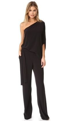 ¡Consigue este tipo de mono largo de Halston Heritage ahora! Haz clic para ver los detalles. Envíos gratis a toda España. Halston Heritage Asymmetrical Wide Leg Jumpsuit: A draped overlay and exaggerated sleeve bring unique asymmetry to this one-shoulder Halston Heritage jumpsuit. Sashes tie at the waist, and gathered elastic cinches the back. Slant front pockets. Hidden side zip. Fabric: Stretch crepe. Shell: 90% polyester/10% elastane. Lining: 100% polyester. Dry clean. Imported, China…