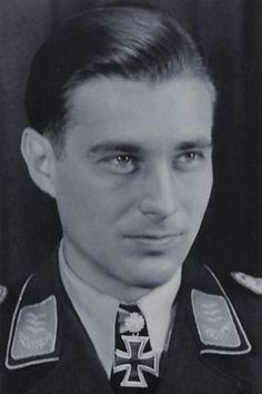 Hauptmann Egmont Prinz zu Lippe-Weissenfeld (1918-1944), Kommandeur III./Nachtjagdgeschwader 1, Ritterkreuz 16.04.1942, Eichenlaub (263) 02.08.1943