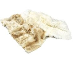 Beach Housen korkealuokkaisen alpakka maton voit sijoittaa lattialle, sohvalle tai lepotuoliin.  Matto on pehmeä, lämmin ja ylellinen.  Alpakka kuuluu kamelieläimiin ja elää noin 4000 metrin korkeudessa Andien rinteillä. Kova elämä korkealla karuissa ja välillä erittäin kylmissä olosuhteissa on jalostanut ainutlaatuisen laadun alpakan turkkiin. Villa on onttoa ja ilmavaa ja siten sekä kevyempää, että lämpimämpää kuin lampaanvilla.