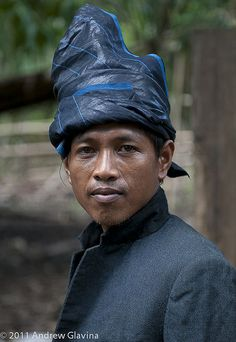 A man from Kajang, known as Black Konjo wearing man attire. We Are The World, People Around The World, Around The Worlds, Circuit Bali, Melanesian People, Manado, Unity In Diversity, Dutch East Indies, Singapore Travel