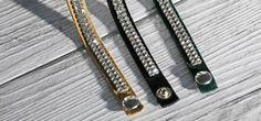 Anche gli accessori rispettano la nostra filosofia, bracciali in pelle Italiana e Swarovski originali, assemblati con cura artigianale di alto livello.
