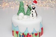 Make a Frozen-inspired Christmas cake the kids will be in awe of with Victoria Threader's step by step recipe.Get the recipe: Frozen-inspired Christmas cake Easy Christmas Cake Recipe, Fondant Christmas Cake, Mini Christmas Cakes, Christmas Cake Designs, Christmas Tree Cake, Frozen Christmas, Christmas Cake Decorations, Simple Christmas, Christmas Presents