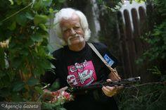 """Pamiętacie """"Tytusa, Romka i A'Tomka""""? :)  Papcio Chmiel, który jest autorem tego kultowego komiksu, właśnie kończy 92 lata, z czego 60 lat robi to, co kocha najbardziej - rysuje. :)  To się nazywa mieć pasję, prawda? :)"""