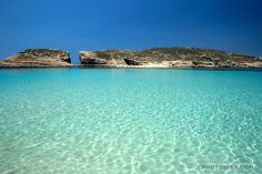 The crystal clear waters of the #BlueLagoon in #Comino.