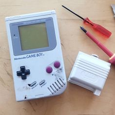 Interesting one by _ag_customs_ #retrogaming #microhobbit (o) http://ift.tt/2cvskW5 found this very dirty DMG yesterday on a flea market! I was surprised to see that it doesn't have the tri-wing screws like all the other ones I have seen I never knew that Nintendo used these as well. Time to take it apart clean it and fix some vertical lines! for the rest it works like a charm!