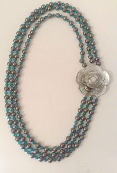 collana a tre fili di perle verde con centrale in fiore a chiusura