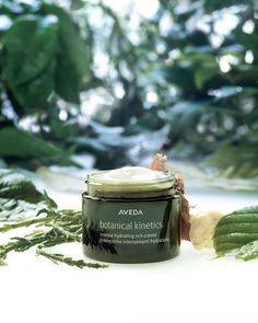Botanical Kinetics Intense Hydrating Rich Crème - Rich crème that transforms dry to very dry skin with deep, lasting moisture for 24 hours. Salicornia Herbacea helps the skin absorb moisture, while cupuacu butter helps skin retain it, for lasting hydration and supple, healthy-looking skin.