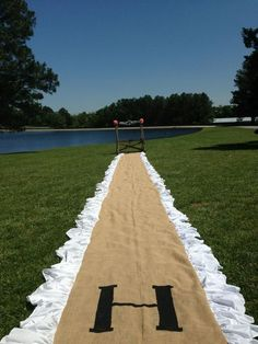 Burlap isle runner. Simply bought an entire roll of burlap fabric, bought white…