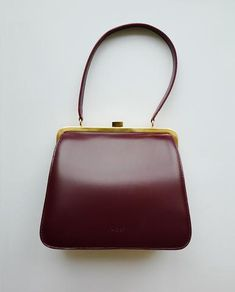 · Sophisticated and elegant square vintage style Bordeaux Vintage Bag. Delve into the vintage style collection to discover the supreme quality, style and beauty. Our bags are meticulously hand… Vintage Purses, Vintage Bags, Vintage Handbags, Popular Handbags, Leather Brogues, Lace Up Ankle Boots, Cute Bags, Vintage Accessories, Bordeaux