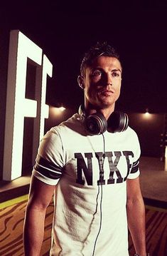 Cristiano Ronaldo Talking about his new headphone