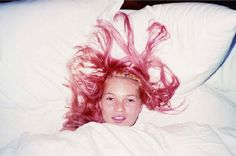 Kate Moss' pink hair. | 51 Reasons Why Supermodels Were Better In The '90s
