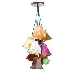 """Viehättävä Saloon Flowers -riippuvalaisin. Ihana """"sekalainen seurakunta"""", yhdeksän erilaista lampunvarjostinta, luovat viehättävän auran tilaan kuin tilaan. Silkkiset materiaalit, harmoniset värit ja romanttinen-leikkisä tyyli takaavat viehättävän lopputuloksen. Joissakin varjostimista on myös sisäpuolella kukkakuvio. Energialuokka: A-E"""