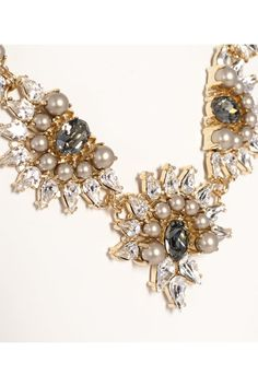 Collar de cinco flores de cristal y perlas de Anton Heunis  www.tenestilo.com