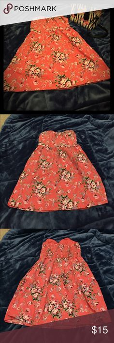 Small Xhilaration Floral Dress with POCKETS! This is a lovely and girly dress by Xhilaration. It has POCKETS! It also has plastic strips in the chest part for light support, so you don't have to wear a bra! There are also 3 little decorative buttons on the chest part. No rips or stains! Xhilaration Dresses Strapless