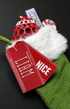Free Printable Stcking tags! Cute and easy way to add names to Christmas stockings. And it's free! <3