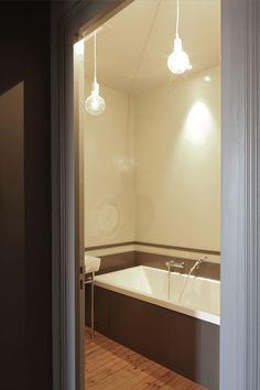 Salle de bains avec baignoire, dans une maison à Bordeaux au Bouscat, entièrement rénovée par l'architecte d'intérieur Daphné Serrado